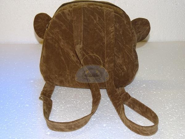задняя часть рюкзака обезьянки